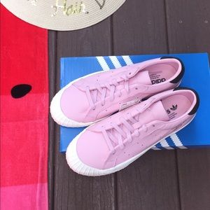 Women's 8 Pink Leather Adidas Sneaker